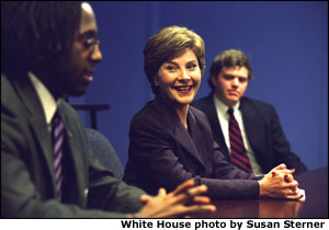 Laura Bush watches students and teachers in a Teach for America classroom at Greenville High School in Greenville, Ms.