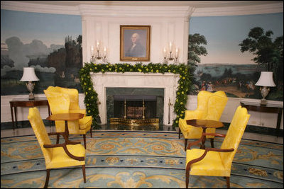 Boxwood Garland adorns the mantel of the Diplomatic Reception Room ...