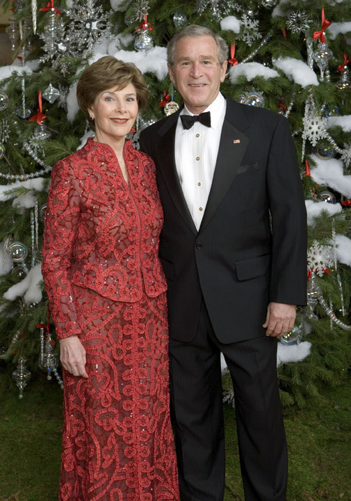 President George W. Bush and Mrs. Laura Bush pose for a holiday portrait in front the White House Christmas Tree Sunday, Dec. 3, 2006. White House photo by Eric Draper