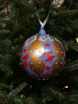 Delaware Senator Tom Carper selected artist Nancy Willis to decorate the State's ornament for the 2008 White House Christmas Tree