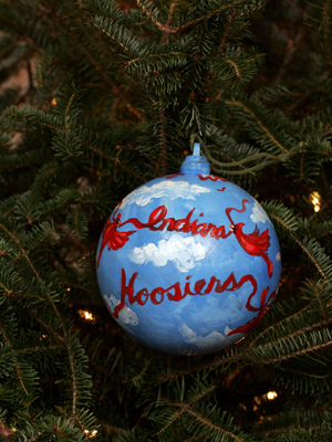 Indiana Senator Dick Lugar selected artist Terry Ratliff to decorate the State's ornament for the 2008 White House Christmas Tree