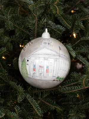 Missouri Congressman Ike Skelton selected artist Dorothy Levy to decorate the 4th District's ornament for the 2008 White House Christmas Tree.