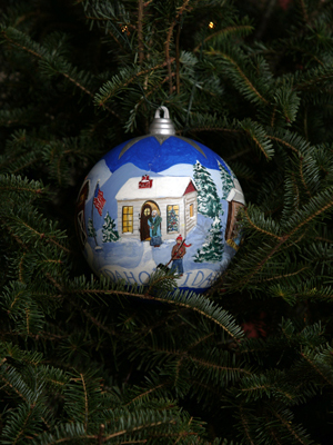 Idaho Senator Mike Crapo selected artist Laura Johnson to decorate the State's ornament for the 2008 White House Christmas Tree