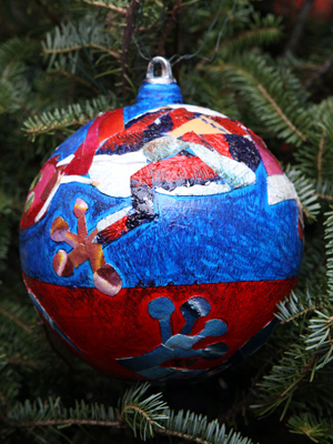 Arizona Congressman Raúl Grijalva selected artist Lorenia Casaus to decorate the 7th District's ornament for the 2008 White House Christmas Tree.