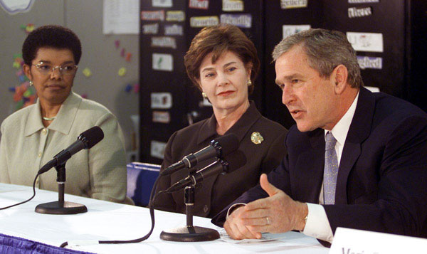 Education1:President George W. Bush talks to an education roundtable with Laura Bush and Rosa Smith, Superintendent of the Columbus School district at Sullivant Elementary School in Columbus, Ohio on February 20, 2001. WHITE HOUSE PHOTO BY PAUL MORSE.
