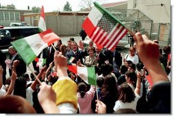 Laura Bush and Mexican President Vicente Fox are greeted by cheering students as they arrive to Morningside Elementary School in San Fernando, Calif., March 22, 2001.  White House photo by Paul Morse