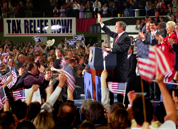 President George W. Bush waves goodbye to a crowd of over 8,000 supporters at the end of his event at the MetraPark Expo and Convention Center in Billings, Montana, Monday, March 26, 2001. WHITE HOUSE PHOTO BY ERIC DRAPER