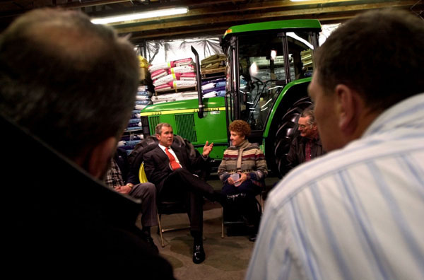 President George W. Bush meets with Montana Agricultural Producers at Tractor Supply Company in Billings, Montana, Monday, March 26, 2001. WHITE HOUSE PHOTO BY ERIC DRAPER