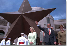 President George W. Bush and Laura Bush greet those at the Bob Bullock History Museum before touring the museum Friday, April 27. WHITE HOUSE PHOTO BY PAUL MORSE