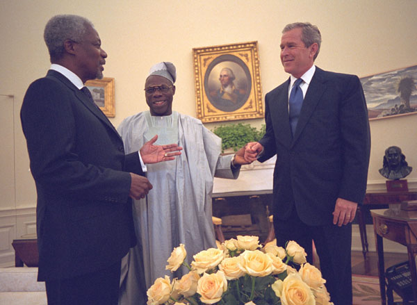 President George W. Bush welcomes Nigerian President Olusegun Obsanjo and UN Secretary General Kofi Annan into Oval office during their meeting on the HIV/AIDS Trust Fund Initiative, Friday, May 11. WHITE HOUSE PHOTO BY ERIC DRAPER