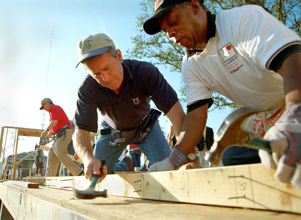 President George W. Bush works on a Habitat For Humanity house in Tampa, Fl., Tuesday, June 5. WHITE HOUSE PHOTO BY ERIC DRAPER