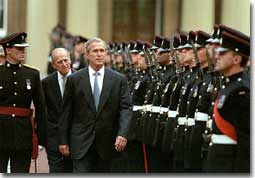 President reviews the guard