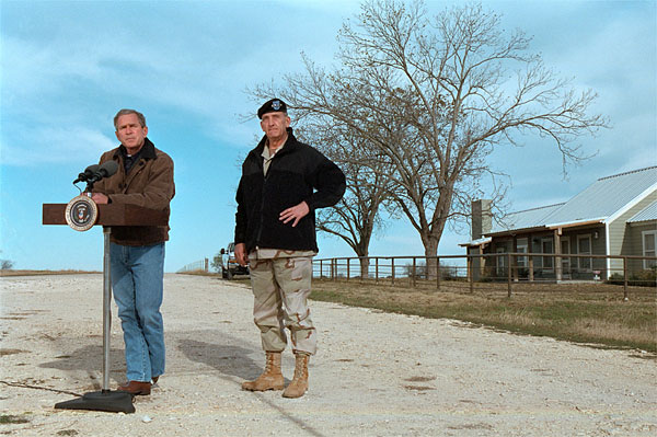 https://georgewbush-whitehouse.archives.gov/news/releases/2001/12/images/20011228-1-2.jpg