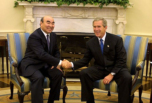 President George W. Bush hosts a visit by President Askar Akayev of the Kyrgyz Republic to the Oval Office Monday, Sept. 23.