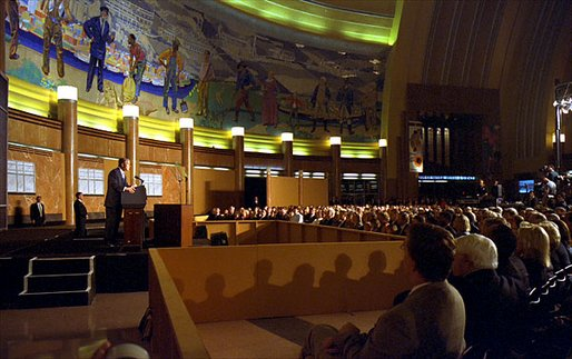 President George W. Bush delivers remarks on Iraq at the Cincinnati Museum Center in Cincinnati, Ohio, Monday night, Oct. 7, 2002. White House photo by Eric Draper.