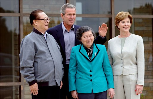 President George W. Bush and Mrs. Bush welcome Chinese President Jiang Zemin and his wife Wang Yeping to their home in Crawford, Texas, Oct. 25. White House photo by Tina Hager.