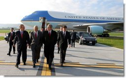 Arriving in Harrisburg, Pa., President George W. Bush walks with Pennsylvania Attorney General Mike Fisher, far left, Rep. George Gekas, center, and Governor Mark Schweiker Friday, Nov. 1.  White House photo by Paul Morse