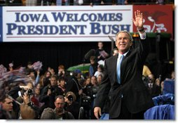 President George W. Bush waves to the crowd after addressing the Iowa Welcome in Cedar Rapids, Iowa, Monday, Nov. 4.  White House photo by Eric Draper