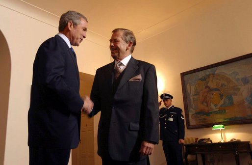 Czech Republic President Vaclav Havel greets President George W. Bush at Prague Castle in Prague, Czech Republic, Wednesday, Nov. 20. White House photo by Paul Morse