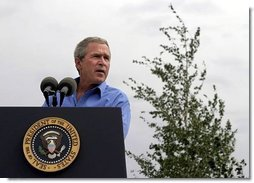 President George W. Bush talks about his healthy forest initiative in Redmond, Ore., Thursday, August 21, 2003.  White House photo by Paul Morse