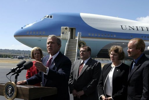 President George W. Bush talks with the media after stopping in Seattle, Wash., Friday, August 22, 2003. President Bush discussed a range of issues including his tax plan, the fires in Oregon, Iraq, and the Middle East. White House photo by Paul Morse.