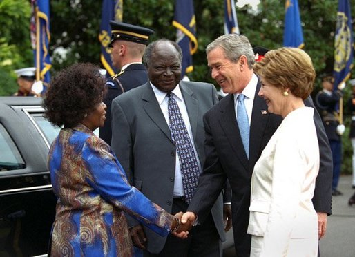 President George W. Bush and Mrs. Laura Bush welcome President Mwai Kibaki and Mrs. Kibaki of the Republic of Kenya to the White House Monday, October 5, 2003. White House photo by Eric Draper