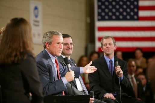 President George W. Bush participates in a conversation on Job Training and the Economy at New Hampshire Community Technical College in Nashua, N.H., Thursday, March 25, 2004. White House photo by Paul Morse
