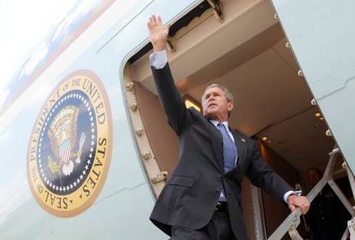 President George W. Bush waves to base personnel of the 934th Airlift Wing of the Air National Guard before departing Minneapolis-St. Paul International Airport in Minneapolis, Minnesota on April 26, 2004. White House photo by Paul Morse.
