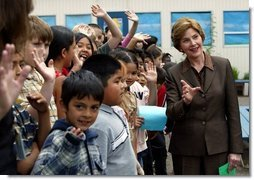Laura Bush visits the William Walker Elementary School in Beaverton, Ore., Wednesday, May 19, 2004.  White House photo by Tina Hager