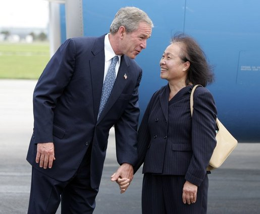 President George W. Bush chats with Freedom Corps greeter Lam Pham after arriving at Tampa International Airport in Tampa, Florida on Friday July 16, 2004. White House photo by Paul Morse