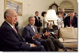 "President George W. Bush and President Ricardo Lagos of Chile meet in the Oval Office Monday, July 19, 2004. ""One of the things that has worked well is the free trade agreement with Chile, and we talked about that today,"" said President Bush.  White House photo by Paul Morse"