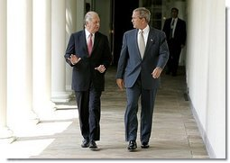 President George W. Bush and President Ricardo Lagos of Chile walk together along the colonnade at the White House Monday, July 19, 2004.  White House photo by Paul Morse