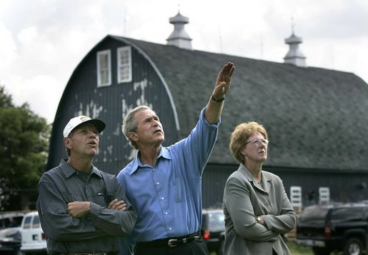 Walking with Mark and Shirley Katzenmeyer, President George W. Bush tours their family farm in Le Sueur, Minn., Wednesday, Aug. 4, 2004. White House photo by Eric Draper.