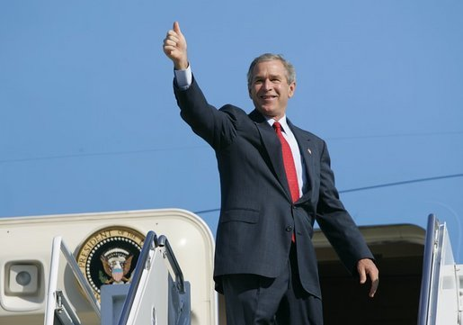 President George W. Bush gives a thumbs up to a crowd of well wishers gathered to see his departure aboard Air Force One at Waco's TSTC Airport in Waco, Texas, Wednesday, Aug. 4, 2004. White House photo by Eric Draper.