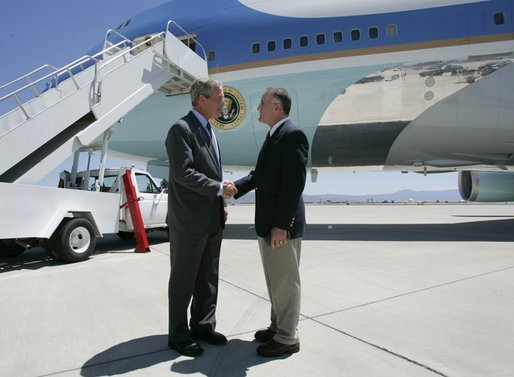 President George W. Bush talks to Freedom Corps Greeter Dr. Tom Hesch in front of Air Force One after arriving in Albuquerque, New Mexico, Wednesday, Aug. 11, 2004. Dr. Hesch has donated over $18,000 in dental care to disadvantaged people in the Albuquerque area through Donated Dental Services of New Mexico. White House photo by Eric Draper.