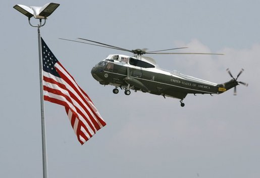 Aboard Marine One, President George W. Bush lands at TSTC Airport in Waco, Texas, Wednesday, Aug. 11, 2004. White House photo by Eric Draper.