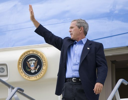 President George W. Bush waves from Air Force One before departing Las Vegas-McCarran International Airport in Nevada, Thursday, Aug. 12, 2004. White House photo by Eric Draper