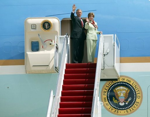 President George W. Bush and Laura Bush wave to military personnel before boarding Air Force One en route to Miami, Fla., Friday, Aug. 27, 2004. White House photo by Tina Hager