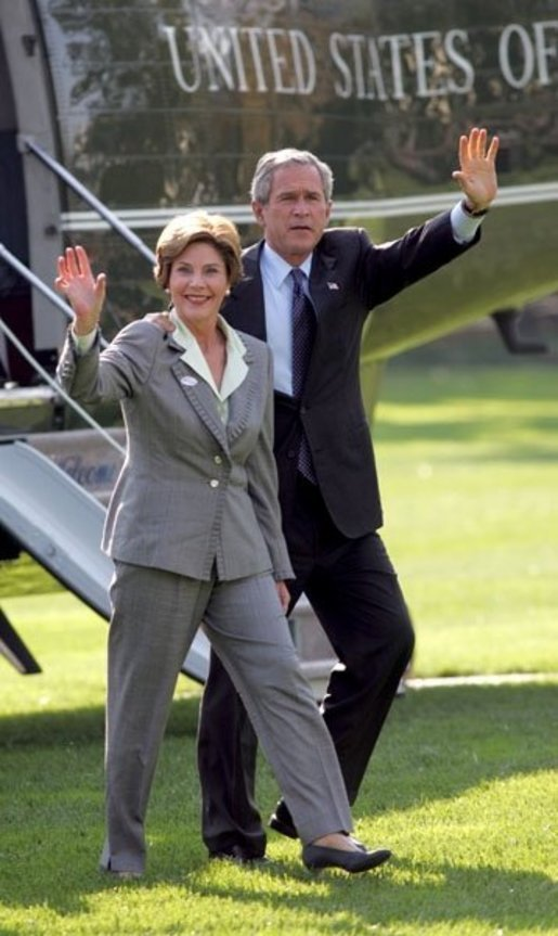 President George W. Bush and Laura Bush wave to White House staff upon arrival from Texas Tuesday, Nov. 2, 2004. White House photo by Susan Sterner