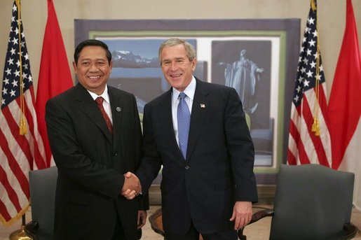 President George W. Bush greets Indonesian President Susilo Yudhoyono while attending an APEC summit in Santiago, Chile, Nov. 20, 2004.White House photo by Eric Draper