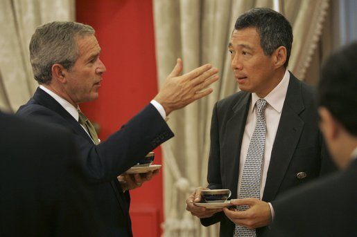 President George W. Bush meets with Prime Minister Lee Hsien Loong of Singapore during the APEC Summit at La Moneda Presidential Palace in Santiago, Chile, Sunday, Nov. 21, 2004. White House photo by Paul Morse