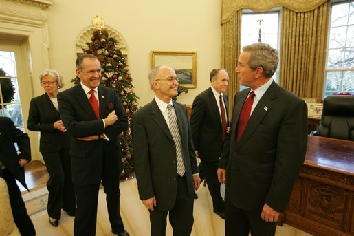President George W. Bush talks with the 2004 Nobel Laureates and their family members in the Oval Office Dec. 1, 2004. Pictured, center, is Dr. Frank Wilczek, winner of the Nobel Prize in Physics.White House photo by Tina Hager