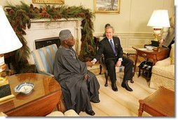 President George W. Bush meets with Nigerian President Olusegun Obasanjo in the Oval Office Thursday, Dec. 02, 2004.