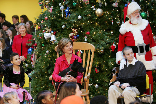 "Brandy Robinson, Laura Bush , Barney Bush Keith ""Koddie"" Hernandez and Santa Claus watch the first viewing of the 2004 BarneyCam during the Children's National Medical Center holiday program in Washington, D.C., Wednesday, Dec. 15, 2004. White House photo by Susan Sterner"