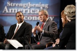 President George W. Bush holds a conversation on higher education and job training at Florida Community College in Jacksonville, Fla., Friday, Jan. 14, 2005.  White House photo by Paul Morse