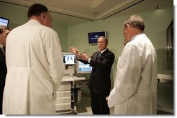 President George W. Bush gets a demonstration on health care information technology by doctors of the Cleveland Clinic in Cleveland, Ohio, Thursday, Jan. 27, 2005.  White House photo by Paul Morse