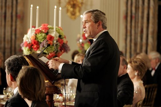 President George W. Bush addresses America's governors during a state dinner for the National Governors Association at the White House Sunday, Feb. 27, 2005. White House photo by Paul Morse
