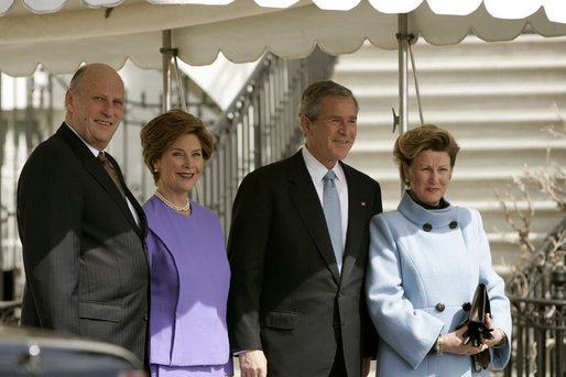 President George W. Bush and Laura Bush greet Their Majesties King Harald and Queen Sonja of Norway at the South Portico entrance of the White House before hosting the King and Queen for lunch Monday, March 7, 2005. White House photo by Paul Morse