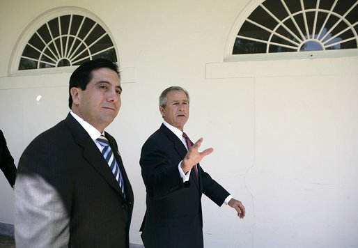 President George W. Bush and Panamanian President Martin Torrijos walk along the colonnade in the Rose Garden during his visit Thursday, April 28, 2005. White House photo by Eric Draper
