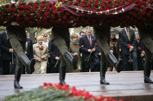 Commemorating the 60th Anniversary of the end of World War II, President George W. Bush and Laura Bush join world leaders in a wreath laying ceremony at the Tomb of the Unknown Soldier at the Kremlin wall Monday, May 9, 2005. White House photo by Eric Draper